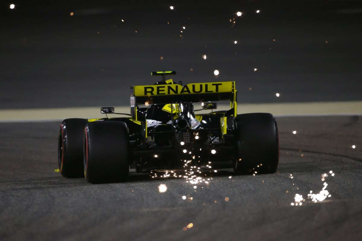 Renault se agarra a la estrategia para sumar puntos en Bahréin