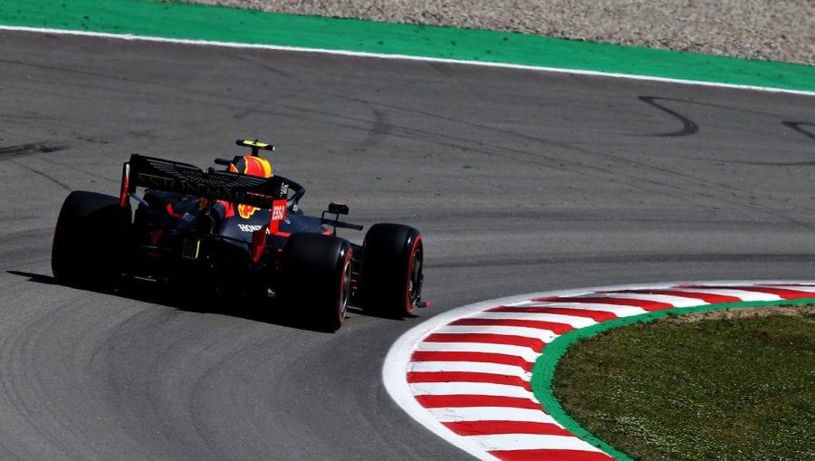 Verstappen amarga el sábado a Ferrari en España