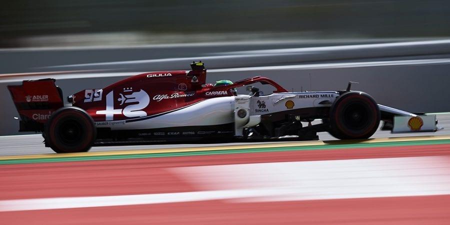 Alfa Romeo se estanca en España