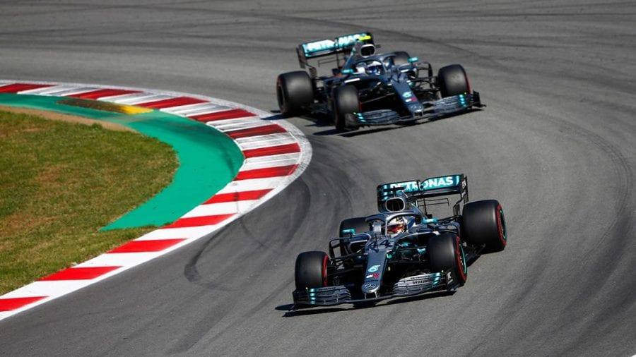Nuevo doblete de Mercedes, que sigue haciendo historia