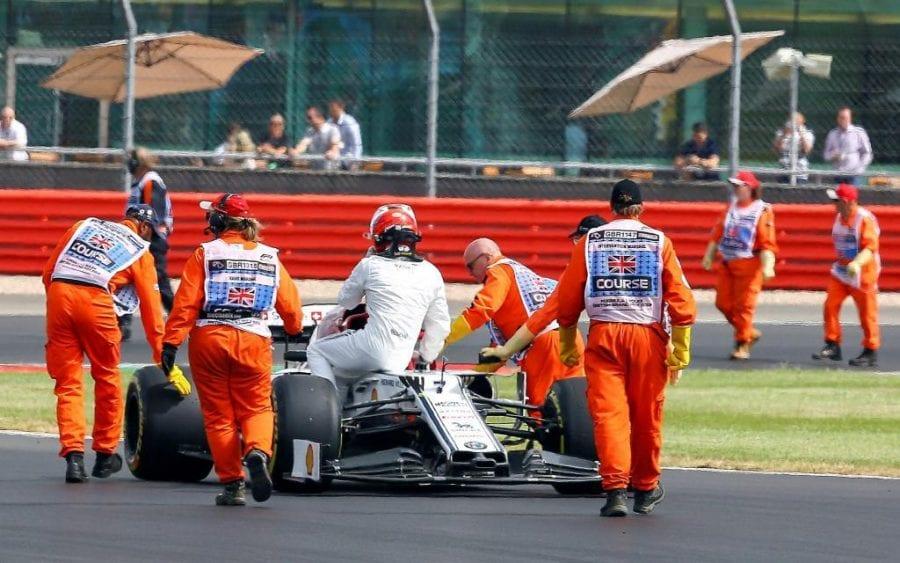 Raikkonen rueda cerca del Top 10 pese a los problemas