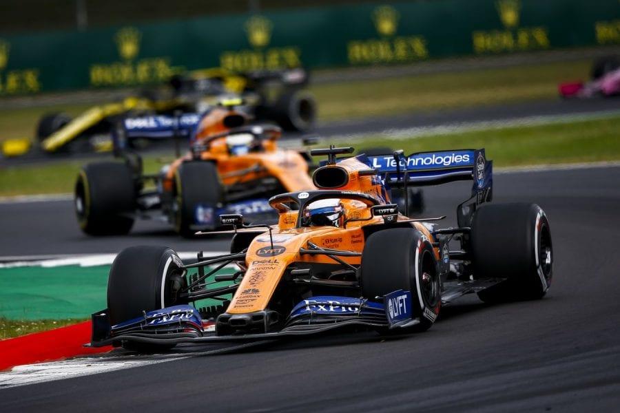 Sainz remonta del 13º al 6º en Gran Bretaña