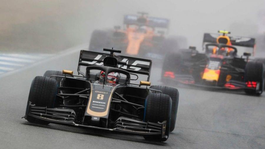 Haas puntúa con sus dos coches pese a los choques