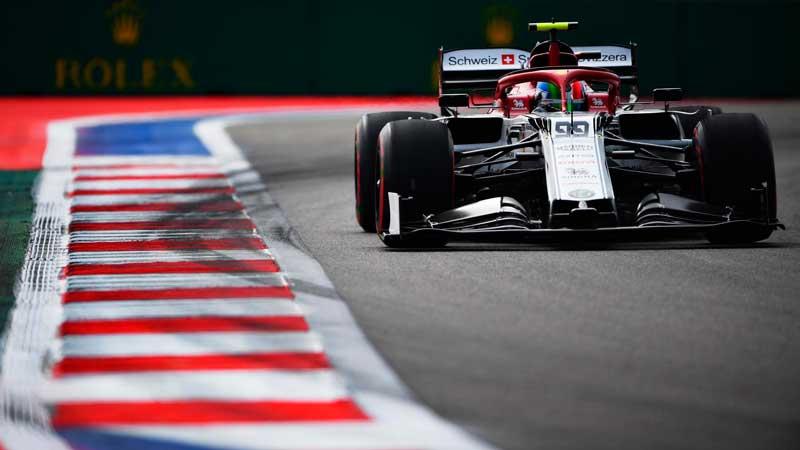 A Alfa Romeo le toca trasnochar para ser competitivos mañana