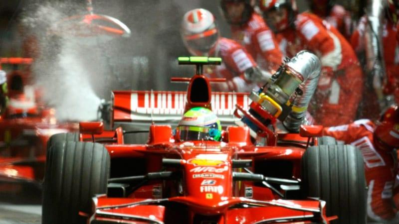 Felipe Massa se lleva la manguera en el Gran Premio de SIngapur 2008